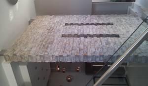Corredores, halls e escadas modernos por Inside Out Interiors