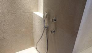 Système de douche design à corps encastré: Salle de bains de style  par SA2L RENOVATIONS PRIVEES