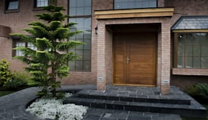 Puerta de acceso modelo Toscana: Ventanas de estilo  por Ignisterra S.A., Moderno Madera Acabado en madera