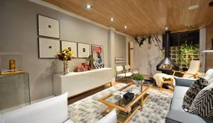 Winter Room: Salas de estar escandinavas por Johnny Thomsen Design de Interiores
