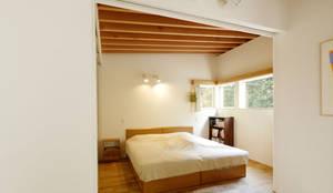 Phòng ngủ by 株式会社Fit建築設計事務所