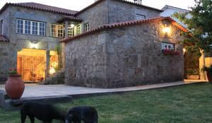 Casa em Famalicão | Reabilitação Urbana: Habitações  por Valdemar Coutinho Arquitectos