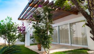 Casa ED: Terraços  por canatelli arquitetura e design