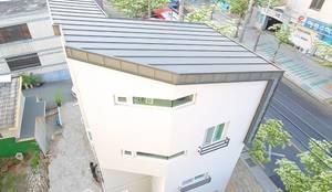 """interior & architecture  by INARK   인아크 건축 설계 인테리어 디자인 대구 봉덕동 """"겨루하우스"""": inark [인아크 건축 설계 디자인]의  주택"""