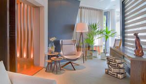 Pasillos, vestíbulos y escaleras de estilo  por Sgabello Interiores