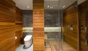 Baños de estilo moderno de art.chitecture