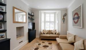 Nightingale Triangle: modern Living room by Clara Bee