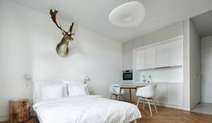 Ruang Keluarga oleh BLACKHAUS, Minimalis Kayu Wood effect