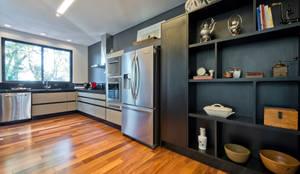 modern Kitchen by Studio Leonardo Muller