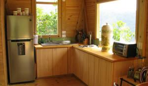 Cocinas de estilo moderno por Taller de Ensamble SAS