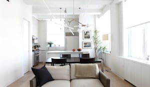 Chelsea Loft:  Living room by Maletz Design