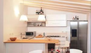 Cucina a vista: Cucina in stile in stile Minimalista di Fabio Carria