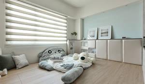 Dormitorios infantiles de estilo  por 皇室空間室內設計