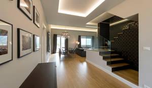 Entrance: Ingresso, Corridoio & Scale in stile in stile Moderno di Vemworks, LLC