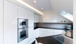 Appartementküche nach Maß in Borken: moderne Küche von Klocke Möbelwerkstätte GmbH