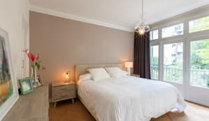 Dormitorios de estilo moderno por Aangenaam Interieuradvies