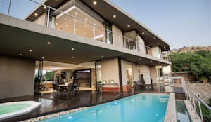 Home on a hill: modern Pool by FRANCOIS MARAIS ARCHITECTS