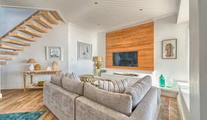 Salas de estar ecléticas por House Couture Interior Design Studio