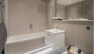 Baños de estilo moderno de Jigsaw Interior Architecture