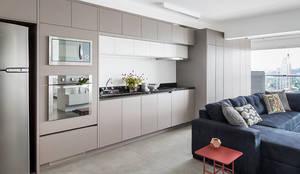 Cucina in stile in stile Minimalista di ATM ARQUITETURA