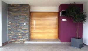 Privada Paraíso: Puertas y ventanas de estilo minimalista por Base-Arquitectura