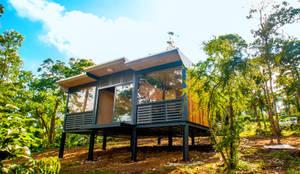 Projekty, nowoczesne Domy zaprojektowane przez FAMWOOD 自然紅屋