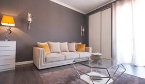 Ristrutturazione appartamento Milano: Soggiorno in stile in stile Moderno di DemianStagingDesign