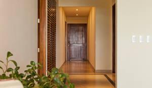 Pasillos, vestíbulos y escaleras de estilo  por MORADA CUATRO