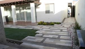 Jardins modernos por Daniel Teyechea, Arquitectura & Construccion