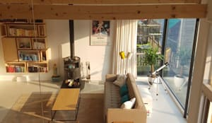 Complete make-over Amsterdamse Woonboot: moderne Woonkamer door Architect2GO