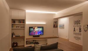Salones de estilo minimalista de Architettura & Interior Design 'Officina Archetipo'