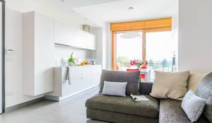 Comfortable Mini Staging: Soggiorno in stile in stile Moderno di Venduta a Prima Vista