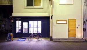 O邸: TRANSFORM  株式会社シーエーティが手掛けた廊下 & 玄関です。