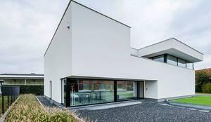 Casas de estilo moderno por Architectenbureau Dirk Nijsten bvba