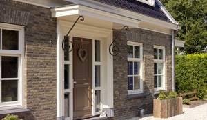Maisons de style de style Classique par Groothuisbouw Emmeloord