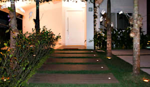 minimalistic Houses by RAWI Arquitetura + Interiores