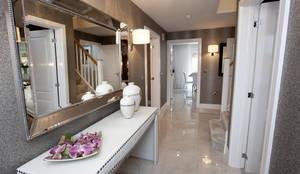 Pasillo, hall y escaleras de estilo  por Graeme Fuller Design Ltd