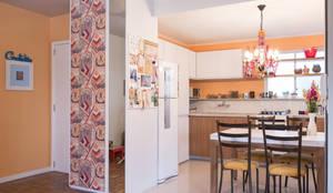 COZINHA INTEGRADA COM ESTAR E JANTAR: Cozinhas ecléticas por Pura!Arquitetura