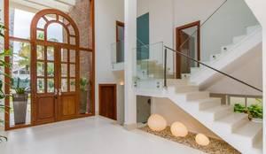 Couloir, Entrée & Escaliers de style de style Méditerranéen par Tammaro Arquitetura e Engenharia