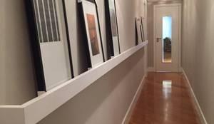 Projeto de reforma residencial: Corredores, halls e escadas modernos por KOSH Arquitetura & Interiores