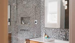 BEDFORD RESIDENCE: modern Bathroom by FLUID LIVING STUDIO