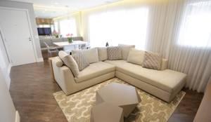 Exuberance Butantã: Salas de estar modernas por Angelica Hoffmann Arquitetura e Interiores