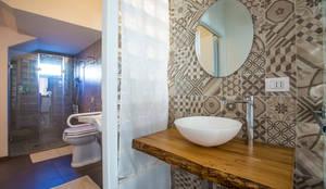 ANTIBAGNO: Bagno in stile in stile Mediterraneo di BAABdesign