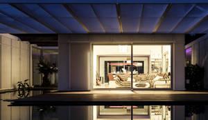 TARIFA HOUSE: Casas de estilo  por james&mau,