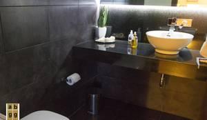 Baños de estilo minimalista por Arq. Beatriz Gómez G.