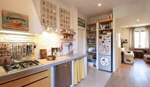 Appartamento B: Cucina in stile in stile Moderno di Architetto De Grandi