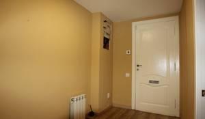 VIVIENDA EN C/RABASSA, BARCELONA: Pasillos, vestíbulos y escaleras de estilo moderno de Espai Interior Home Staging
