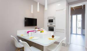 Cozinhas modernas por LAUTOKA URBANA
