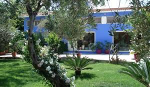Bed & Breakfast Jacaranda: mediterrane Huizen door MEF Architect