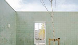 Projekty, nowoczesne Domy zaprojektowane przez atelier do cardoso